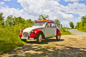 Titinne the red and white 2cv